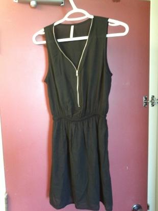 petite-robe-noir-zip-simons