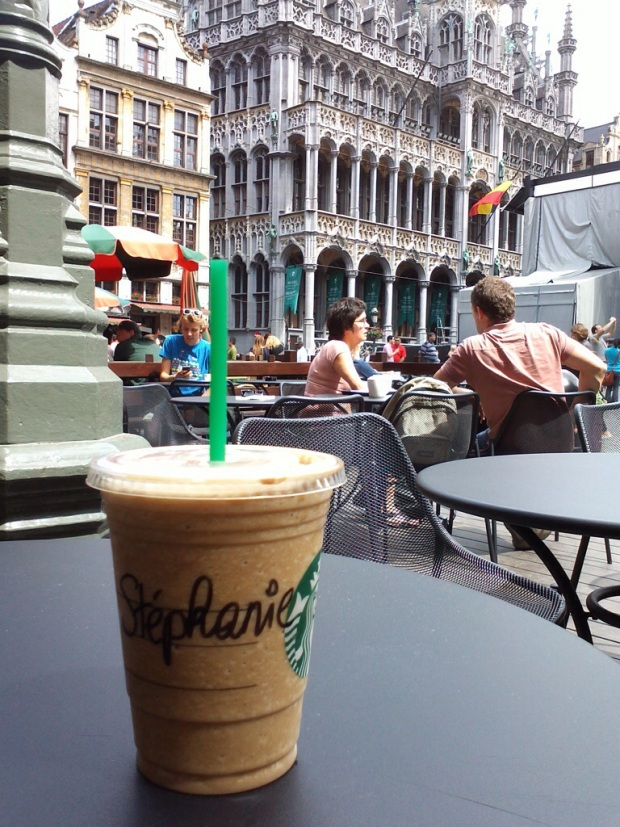 Bruxelles-Grand-Place-Starbucks-Frappuccino