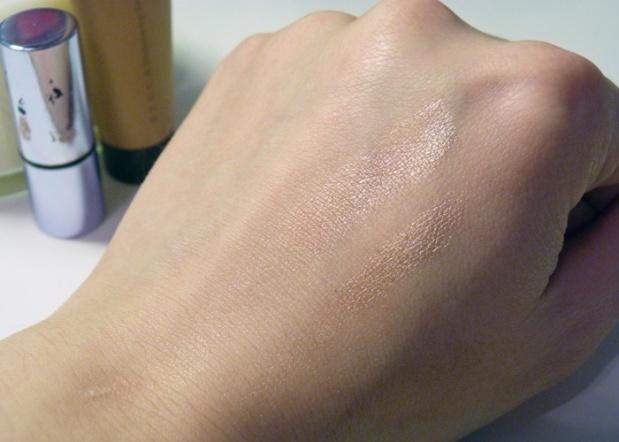 manquillage-swatch-illuminateur-Benefit-Becca